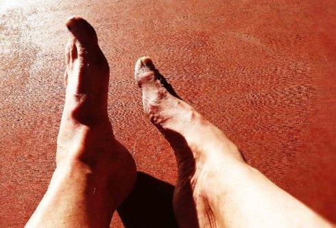 Feet 3 J
